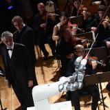 Robot le roba protagonismo a Andrea Bocelli