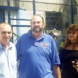 El profesor Alfredo Correa De Andreis con su hermano Raúl y su esposa Alba Glenn.