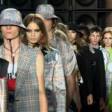 Con Versus Versace y Armani la Fashion Week de Londres toma un gusto italiano