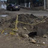 En la calle 6 con carrera 17 hay un hueco de obras del alcantarillado de la zona.