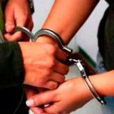 Capturan a dos policías por presuntos vínculos con banda dedicada al hurto