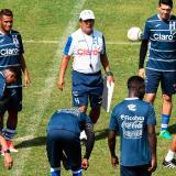 El seleccionador colombiano Jorge Luis Pinto durante un entrenamiento este jueves.