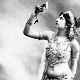 Mata Hari  bailó en los teatros en boga de París.