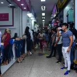 Compradores en un centro comercial ubicado en el Centro de Barranquilla.