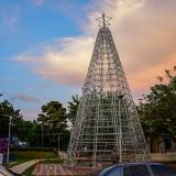 Un árbol de Navidad en el parque El Limoncito.
