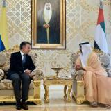 El presidente Santos con el príncipe heredero Sheikh Hamed bin Zayed Al Nahyan, a su llegada a Abu Dhabi, Emiratos Árabes, para cumplir una visita oficial de dos días.