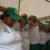 Un grupo de mujeres de la tercera edad realizan ejercicios durante la jornada por el Día de la Diabetes en la Plaza de la Paz.