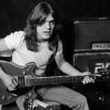 Muere Malcolm Young, cofundador de la banda de rock AC/DC