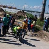 """Obreros bloquean la salida de Ciudad Caribe por """"falta de pago"""""""