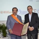 Jaime Nebot, alcalde de Guayaquil, recibe del senador Efraín Cepeda la Orden del Congreso de Colombia en el grado de Gran Cruz.
