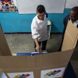 Autoridad electoral de Venezuela denuncia irregularidades en comicios