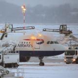 Temporal de nieve y fuertes vientos obliga a cancelar vuelos en media Europa