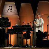 Los músicos, Richard Galliano y Gabriele Mirabassi, tocan sus instrumentos en el concierto realizado en la Concha Acústica del Parque Sagrado Corazón en el marco del festival cartagenero en el 2016.