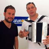 El cantante vallenato Iván David Villazón junto a su formula, el acordeonero Enrique 'El Mono' Cotes.