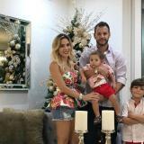Mabel Cartagena, su esposo Sebastián Decoud  y sus hijos Mateo y Luca.