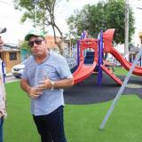 El alcalde Alejandro Char y el director de la ADI, Alberto Salah, en uno de los parques construidos en Barranquilla.