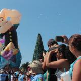 Popeye, Barney y Garfield, los más fotografiados del desfile de globos en México