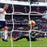 Harry Kane anota su segundo gol en la victoria del Tottenhan sobre Southampton.