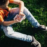 Recomendaciones a tener en cuenta si su hijo recibió un celular de Navidad