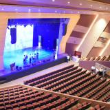 Vista del escenario desde el segundo nivel del nuevo teatro de la UA.