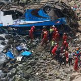 Con ágil reacción, joven escapa de la muerte en accidente de autobús en Perú