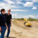 Iván Mustafá y Eduardo Verano visitan la construcción del terraplén.