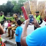 Con policías y cámaras de seguridad vigilan escultura de Diomedes