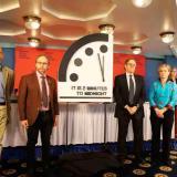 Científicos corren el reloj apocalíptico a dos minutos de la medianoche