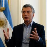 Macri reduce 1.000 puestos políticos y congela salarios en gobierno de Argentina