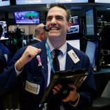 Wall Street se recupera tras registrar mayor caída de su historia