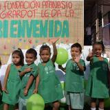 Algunos de los niños con los nuevos uniformes de los CDI.