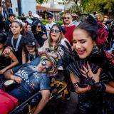 La viuda oficial de Joselito, Valeria Abuchaibe, llora por el difunto.