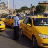 Fiscalía de Estambul exige 10 años de cárcel a taxista que engañó a turista