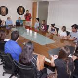 Los estudiantes frente a  Marco Schwartz, Joaquín Mattos y Rosario Borrero, en el primer día de clase del curso Olga Emiliani.