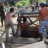 Tres muertos tras derrumbe en mina de oro ilegal en Cauca
