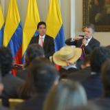 El Presidente Juan Manuel Santos junto a Luis F. Mejía (segundo de izquierda a derecha), director del Departamento Nacional de Planeación,  Mauricio Perfetti (derecha), director del Dane.