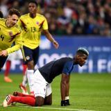 Arias y Pogba durante una acción del juego entre Francia y Colombia.