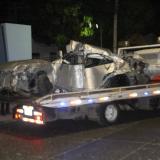El vehículo  Mitshubischi se estrelló contra un poste del alumbrado público.