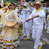 Piloneras dan la bienvenida al Festival Vallenato