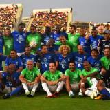 Las estrellas reunidas previo al encuentro futbolero.