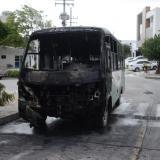 Así quedó el bus después del incendio.