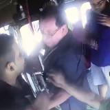 En video | Padre y sus dos hijos agreden a conductor de bus de Sobusa