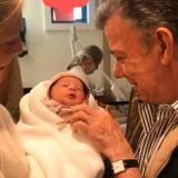 Con esta tierna foto, Santos le dio la bienvenida a Celeste, su primera nieta