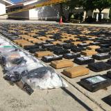 Entre uchuvas, Policía halla una tonelada de cocaína