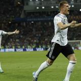 Alemania 2, Suecia 1: Kross se viste de héroe y le da vida a los campeones