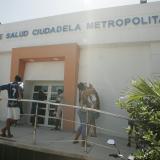 Fachada del centro de salud Ciudadela Metropolitana, lugar en el que falleció la menor venezolana.