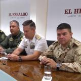 El general Jairo Leguizamón Rivas, comandante de la Segunda Brigada; el coronel Álvaro Pino, jefe del Comando Aéreo y de Combate No. 3 de la Fuerza Aérea; el almirante Juan Ricardo Rozo, director de la Escuela Naval de Suboficiales y el coronel Engelbert Grijalba, subcomandante de la Policía Metropolitana de Barranquilla.