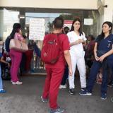 Por falta de pagos protestan  300 trabajadores del Niño Jesús