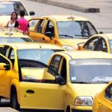 Un grupo de taxistas reunidos.