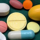 Gobierno baja precio a 902 medicamentos